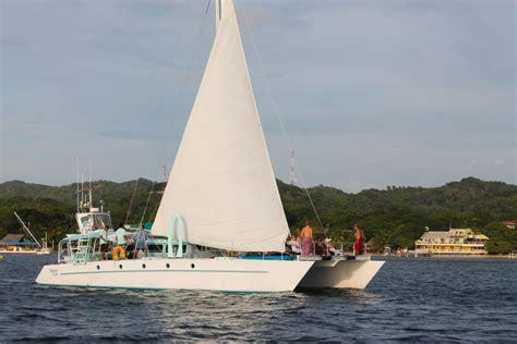 roatan catamaran excursion roatan private catamaran sailing snorkeling tour
