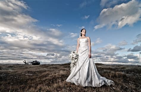 Creative Use of Off Camera Flash and Ultra Wide in Wedding