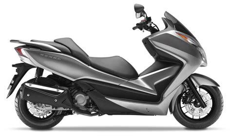 du tar valget moped eller scooter tohjulingerno
