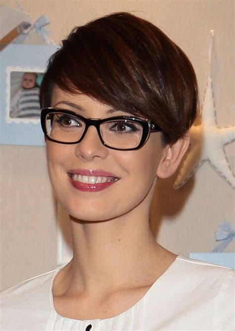 Pixie Hairstyles For 50 With Glasses by 25 Best Ideas About Pixie Cut Hairstyles On