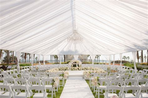 Ceremony Décor Photos   Tent Wedding Ceremony In the Round