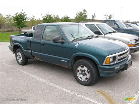 1996 emerald green metallic chevrolet s10 ls extended cab