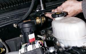 where is the fuel filter on a 2002 chevy tahoe ehow