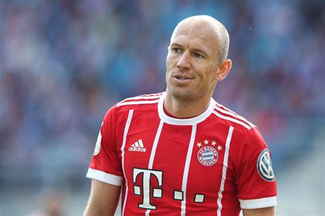roben age arjen robben to utd bayern could be tempted into