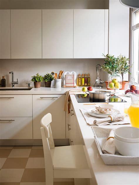 ideas para aprovechar el espacio en las cocinas peque 241 as muebles cocina blanco mate azarak gt ideas