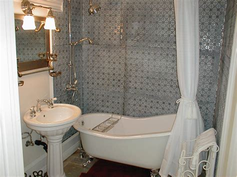 clawfoot tub bathrooms