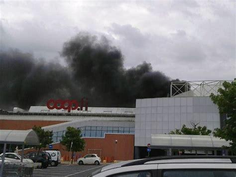 ipercoop sede centrale pisa incendio ad un centro commerciale ipercoop clienti