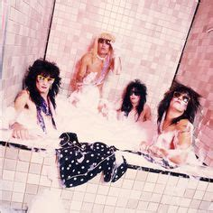 motley crue bathtub 1000 images about m 246 tley cr 252 e on pinterest tommy lee nikki sixx and hair