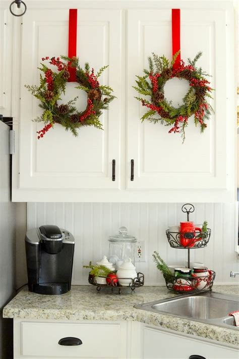 christmas decorating ideas for the kitchen 25 best ideas about christmas kitchen on pinterest