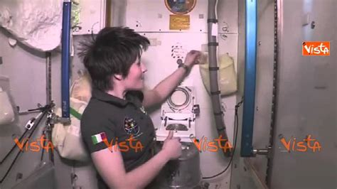 come andare in bagno cristoforetti come andare in bagno nello spazio 09 05 15