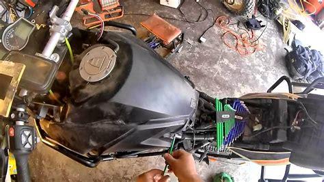 Motorrad Uhr Batterie Wechseln by Ktm 1190 Tank Removal