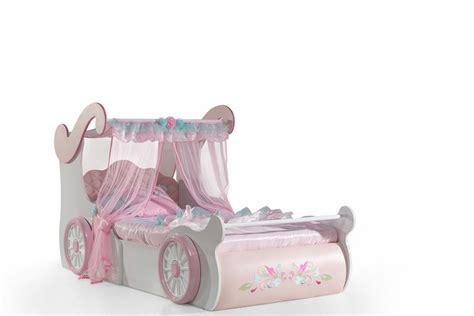 lit voiture fille lit voiture princesse maison design wiblia