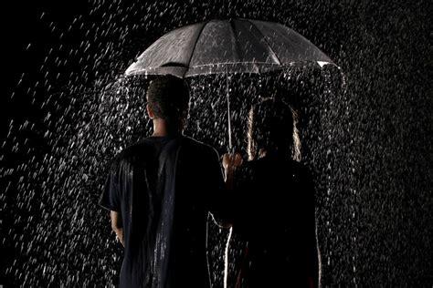 imagenes romanticas de parejas bajo la lluvia pareja con un paraguas bajo la lluvia 73636