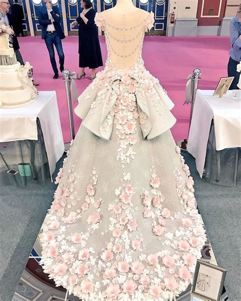 Wedding Cake Dress by Amazing Wedding Dress Cake Faithfully Recreates A Couture Gown