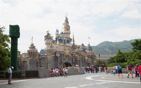 worlds  visited tourist attractions travel