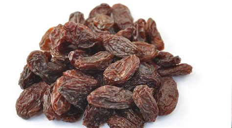 Shelf Of Raisins by Health Benefits Of Raisins Hb Times
