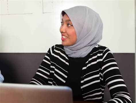Shidler Mba by Mānoa Study Finds Muslim Wearing Headscarfs