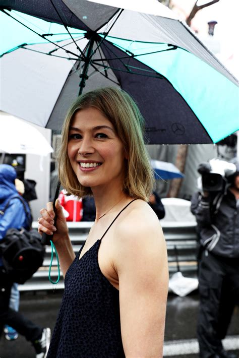 lovely rosamund pike 187 photo gallery lovely rosamund pike