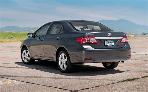 toyota carolla le 2011 toyota corolla le rear three quarters photo 2