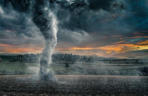 Tornado Black differences between hurricane and tornado