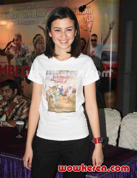 film bioskop jomblo keep smile foto kimberly ryder di jumpa pers film jomblo keep smile