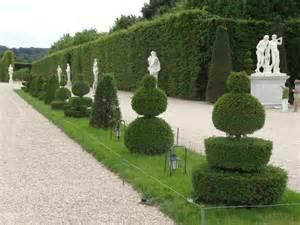 Garden Of Origin How Designers Are Using Topiary Knots And Parterres Jardin