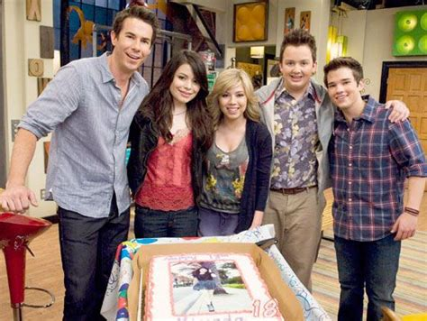 icarly cast and crew miranda cosgrove s birthday on the icarly set