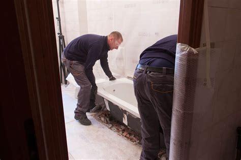 rimozione vasca da bagno fasi di lavorazione della trasformazione da vasca a doccia