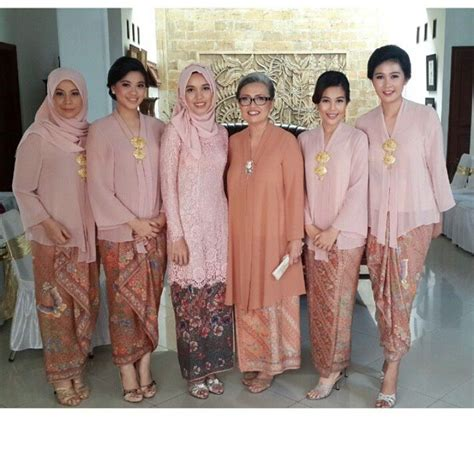 kebaya warna peach 17 best images about kebaya indonesia on pinterest