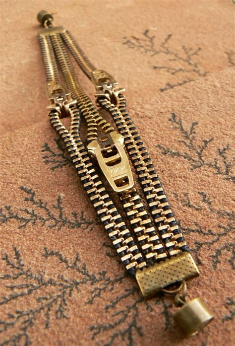 I Found A Zipper Necklace For by 334 Best Zipper Crafts Images On Zippers