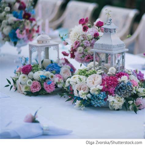Hochzeits Tischdekoration Blumen by Tischdekoration Zur Hochzeit Mit Blumen In Blau Rosa Mit
