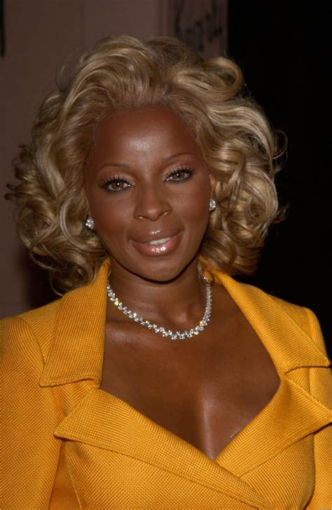 mary j blige flipped hair mary j blige mary j blige hairstyles pinterest high