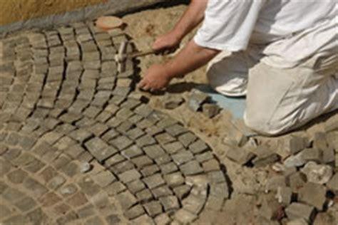 pflastersteine verfugen sand pflastersteine verfugen fugen in gartenwegen f 252 llen