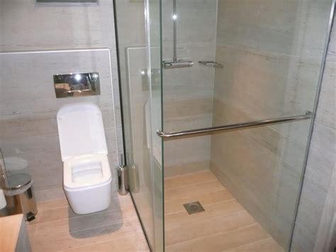 Toilette Mit Dusche Und Fön bild quot toilette und dusche mit schiebet 252 r quot zu aquagrand in