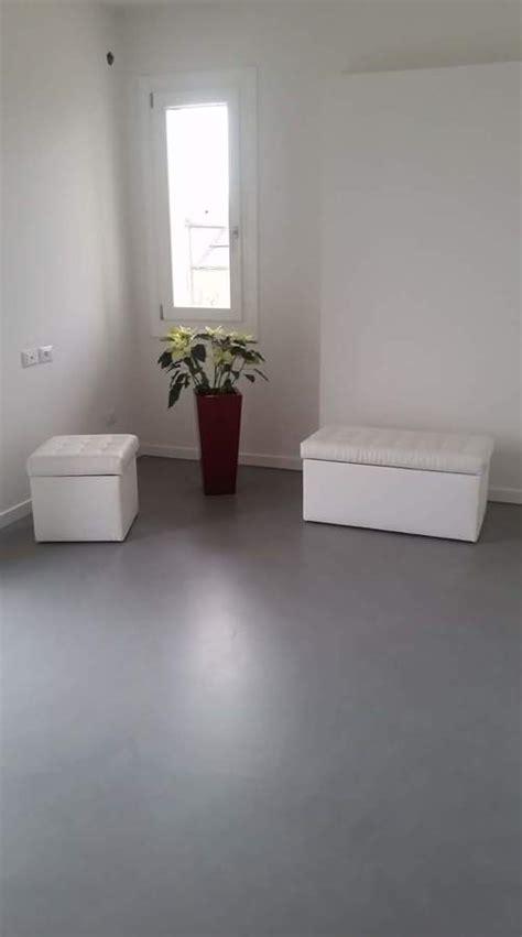 pavimenti in resina interni foto pavimenti in resina effetto microcemento di