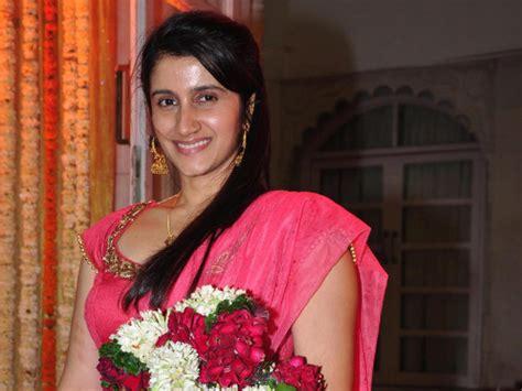 biography of kalyug movie kalyug actress smilie suri in tv show jodha akbar filmibeat