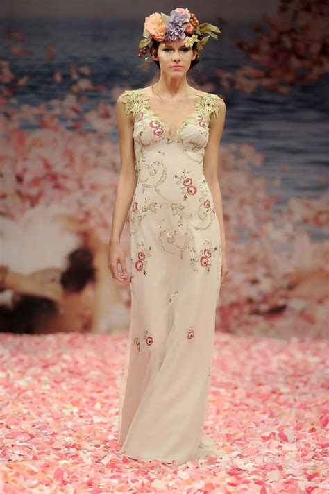 Garden Chic Attire For Wedding And Olive Embroidery Lined In Linen