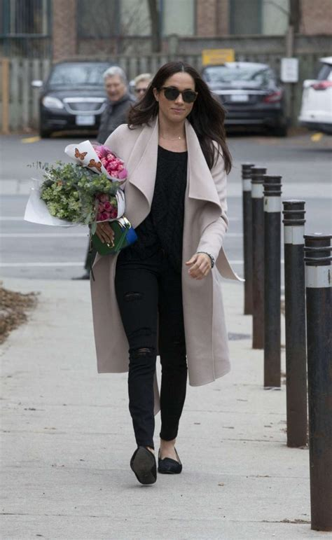 meghan markle shopping in toronto 09 gotceleb meghan markle shopping for flowers 18 gotceleb