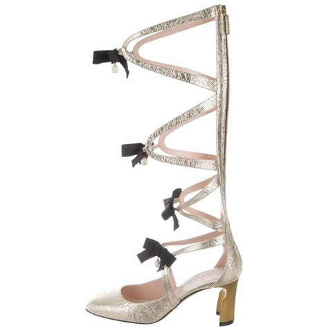 Heels Chelsea Bow Sandals by Gucci New Current Runway Gold Leather Cut Out Bow Sandals