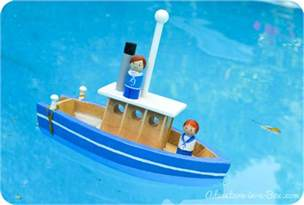 Fall Crafts Kids - how to make a toy paddle boat
