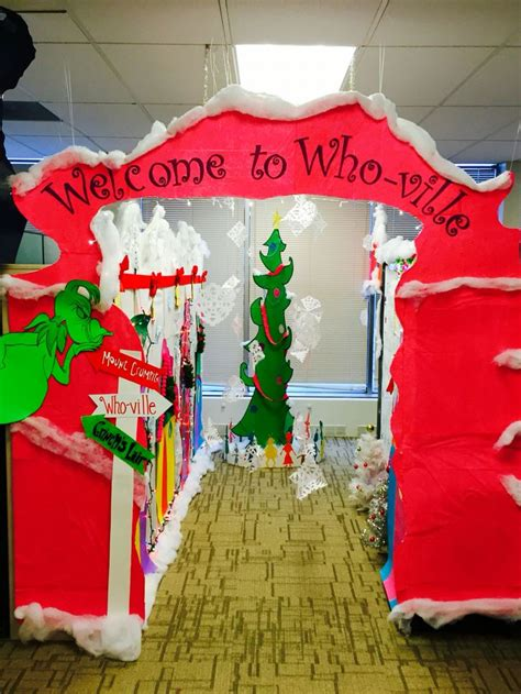 whoville christmas images welcome to whoville the grinch cubicle grinch cubicle and grinch