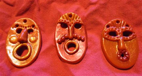 Silisponge Hello Box masques africains carinoucrea