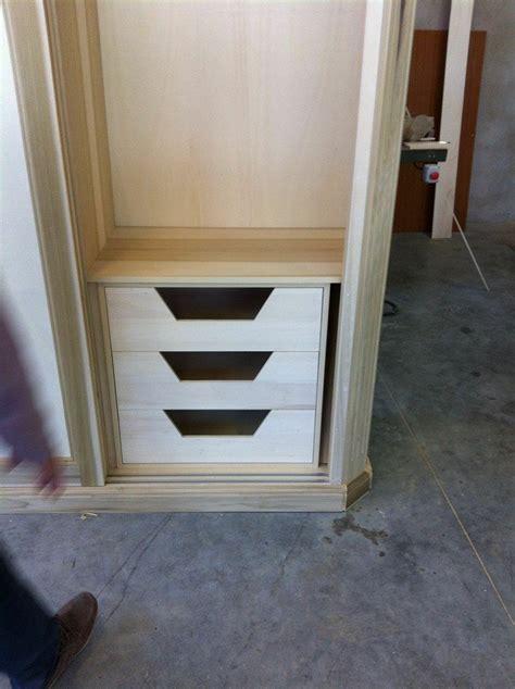 costruire armadio su misura armadio su misura attrezzato con cassettiere appese ripiani