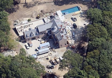 tom brady house boston the 15 most incredible homes owned by nfl players