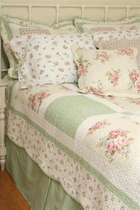country cottage bedspreads pin by thulin on quilts