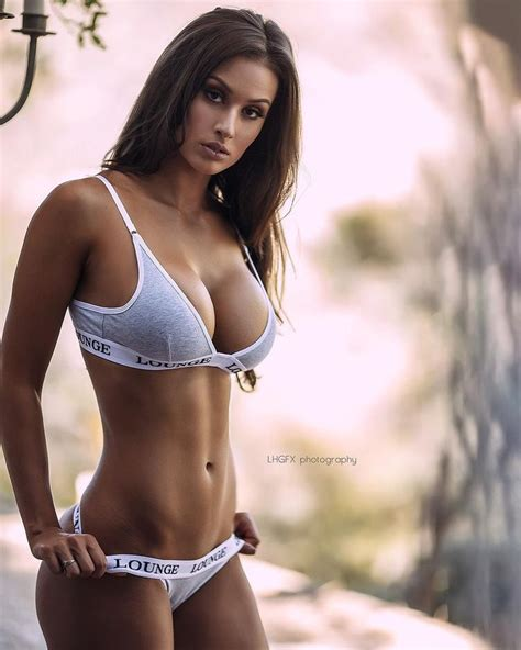 hot female fitness instagram 40 favorite hot fitness models on instagram urbasm