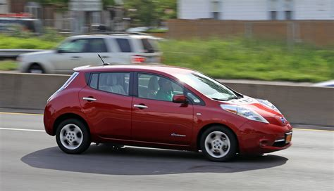 range of nissan leaf 2015 nissan leaf may get 300 mile range by 2018