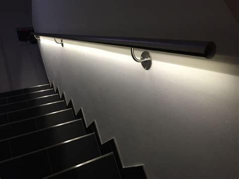 beleuchtung unter treppe edelstahlhandlauf mit led beleuchtung preis per laufenden