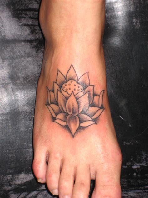 tattoo letters voet lotus ankle tattoo lotus foot voet tattoo inked