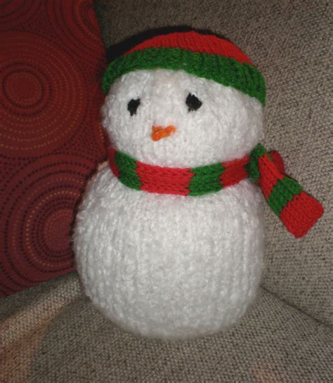 knitted snowman knit snowman with accessories allfreeholidaycrafts